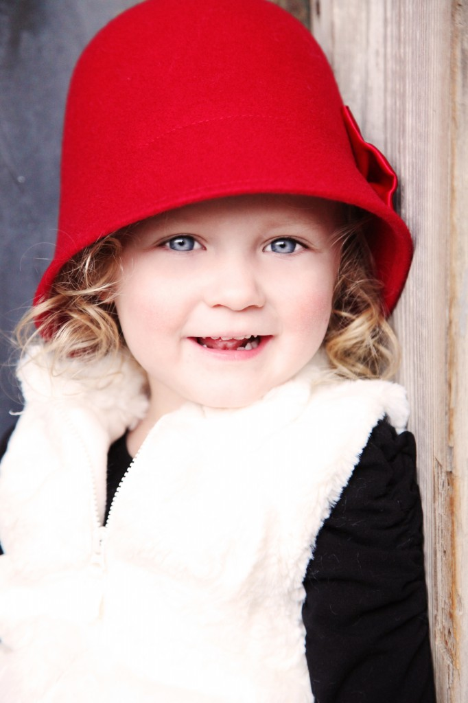 toddler photo ideas, red hat photo prop