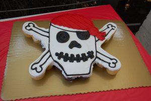 pirate cake, pirate cupcakes, kroger cupcakes, skull and crossbones
