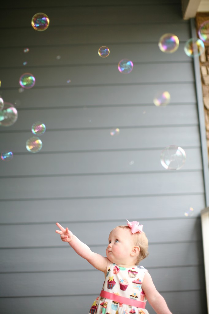 bubbles photography ideas, toddler photography ideas, bubbles, kids and bubbles