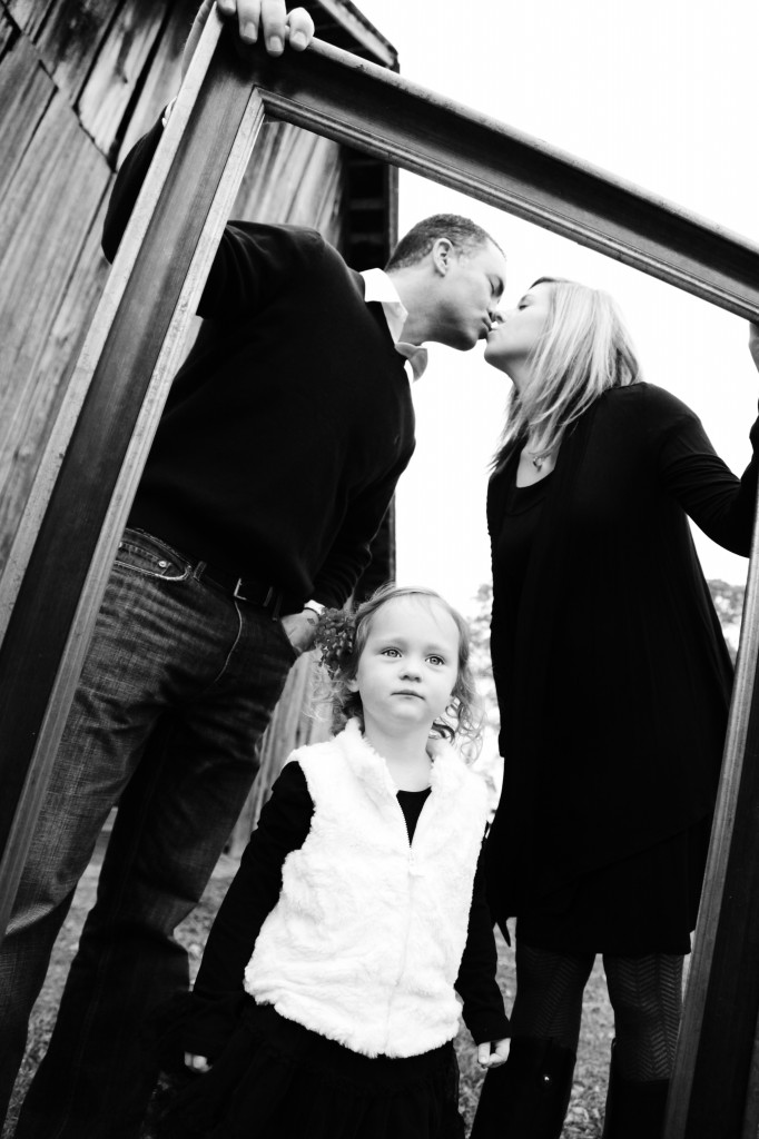 family photo ideas, family picture ideas, picture frame photography ideas, kissing photo ideas