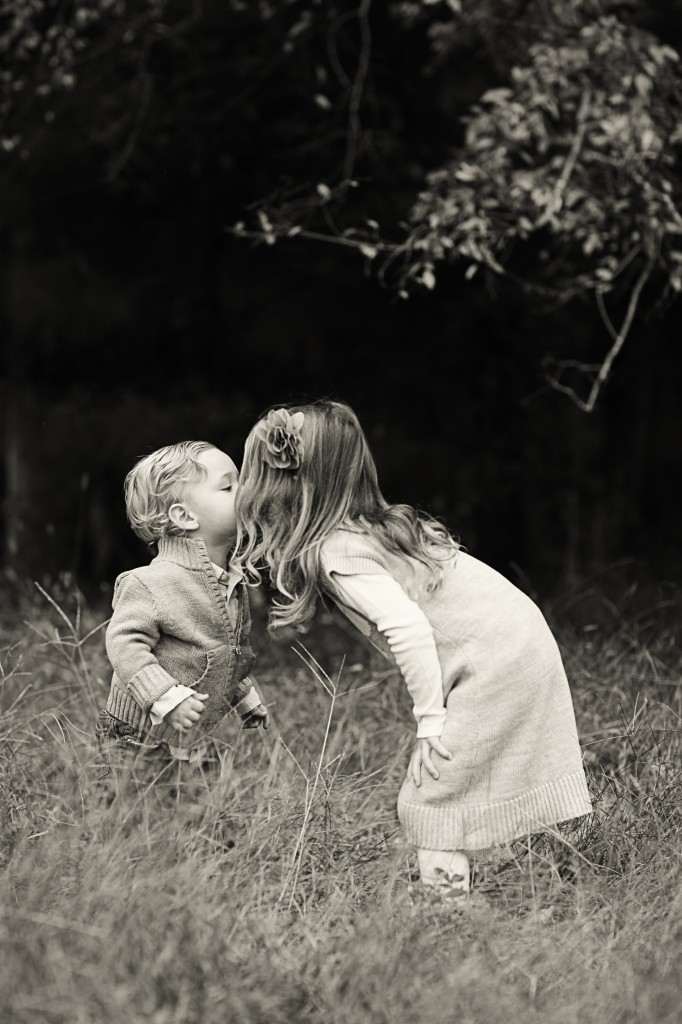 sibling photo ideas, sibling kiss, sibling photography ideas, brother and sister photography