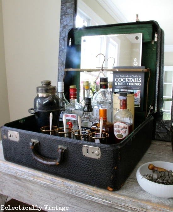 Upcycling balcony garden.Upcycle decore, recycle decor, repurpose, thrift store finds, decore makeover, upcycle old suitcase, vintage luggage