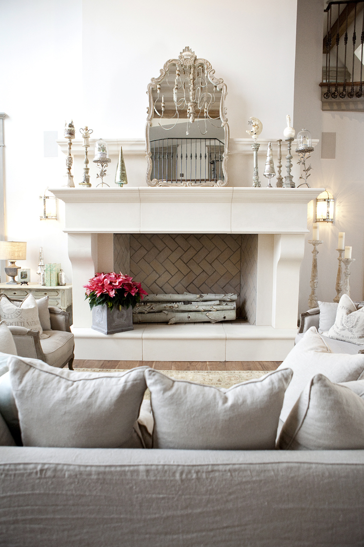 Color Showcase, White Decor, Summer Whites, White Home Design, Sparkle Decor, Metallic Accents