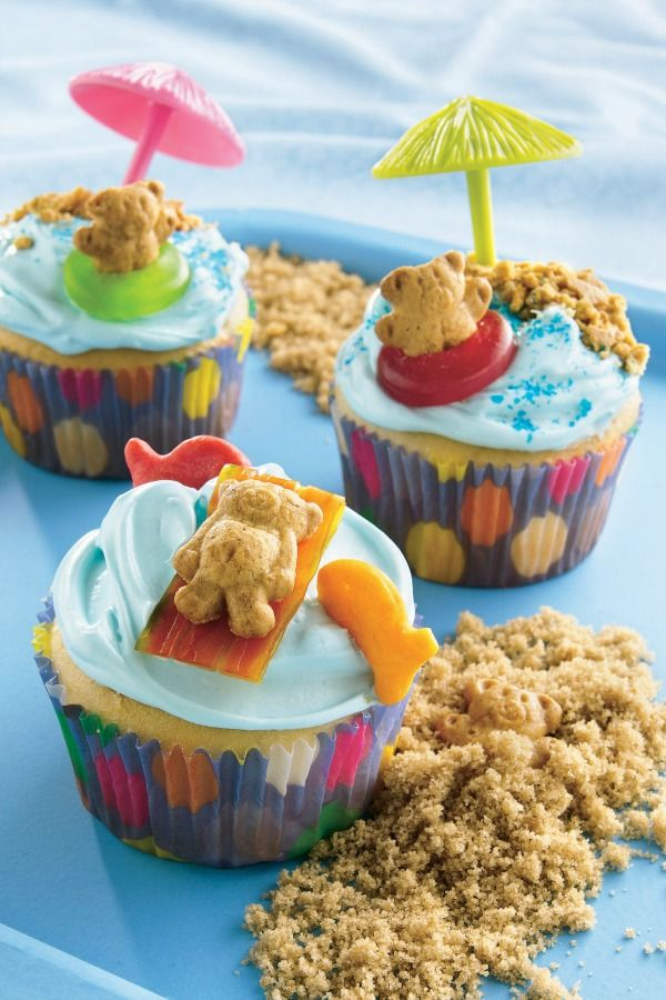 Festive DIY Teddy Graham pool party cupcakes