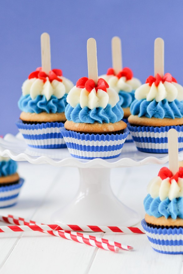 Bomb Pop Cupcakes are perfect for the summer!