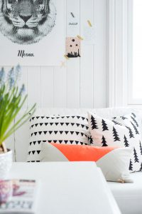 Black and White accents- Spring Trends