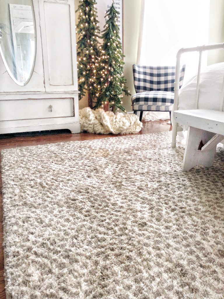 Mohawk Home Holiday Home Tour featuring The Pickled Rose and the Laguna Gaffie area rug