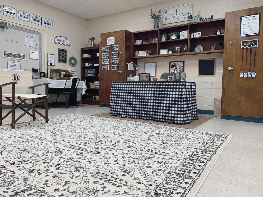 A black and white traditional pattern area rug adds comfort to this farmhouse classroom.
